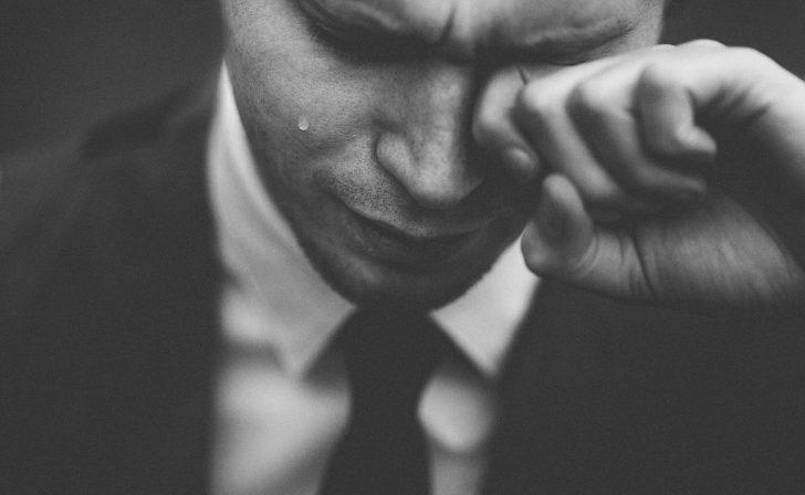 別れ話の時に泣く元彼(振る側)は何を考えている?復縁はできる?