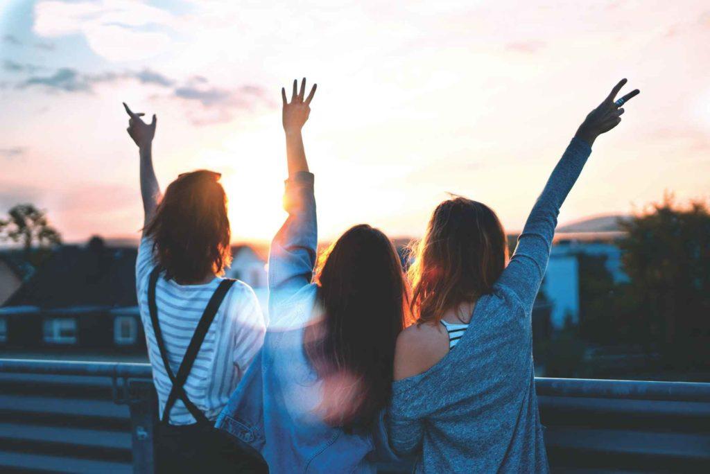 生き生きと人生を楽しむ女性